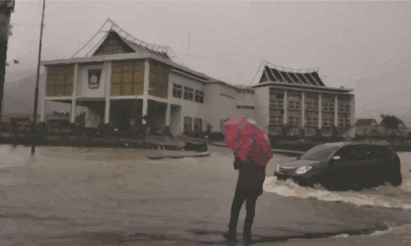 Banjir Akibat Cuaca Ekstrim Merendam Ribuan Rumah di Kota Padang