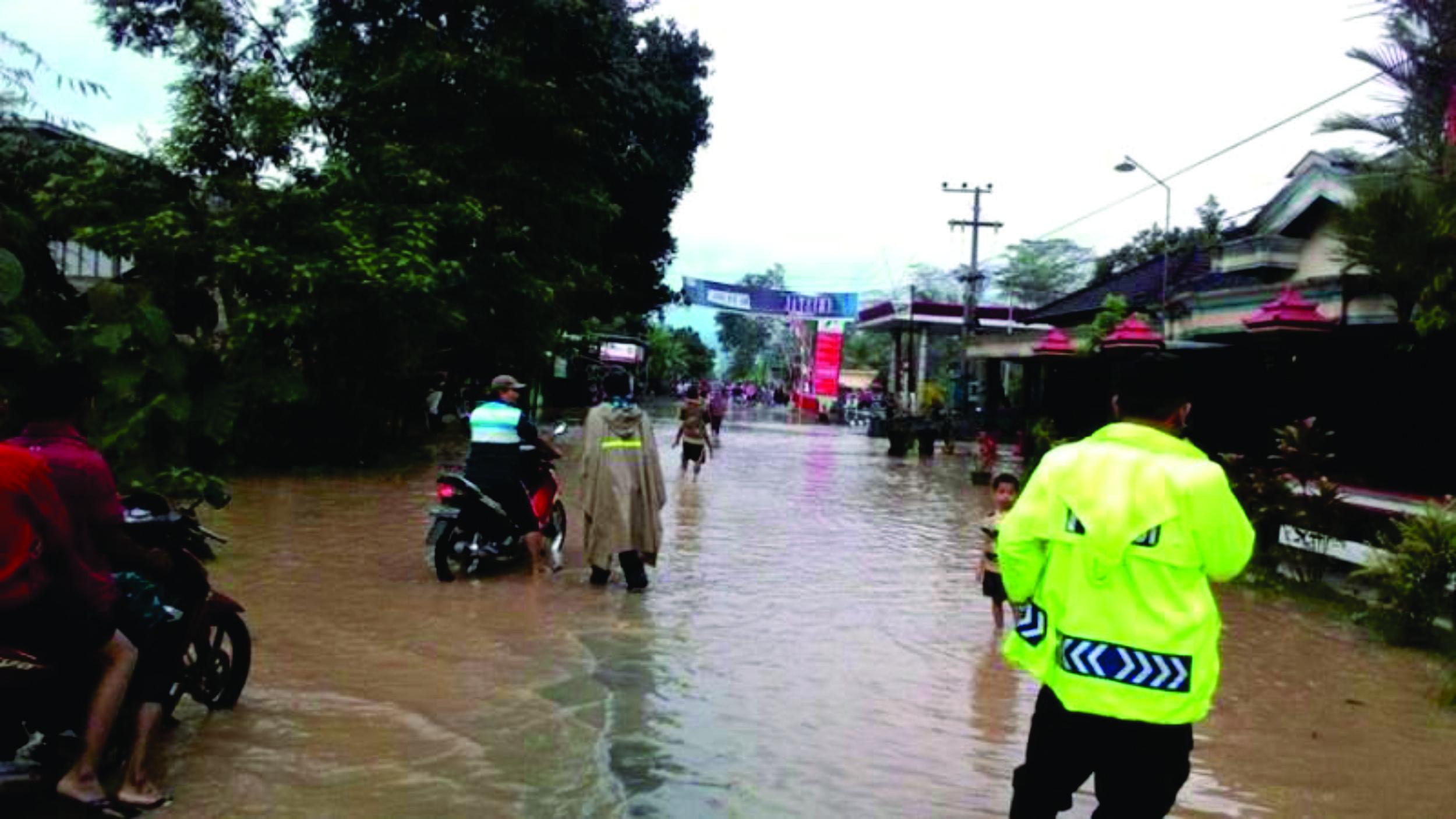 Hujan Deras Mengguyur Trenggalek, Ribuan Rumah Terendam Banjir